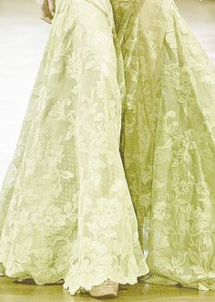 she-loves-fashion: Alexis Mabille Haute Couture Spring Summer Details! Fashion Details, Love Fashion, Fashion Spring, Color Verde Claro, Vert Olive, Mode Glamour, Alexis Mabille, Green Lace, Yellow