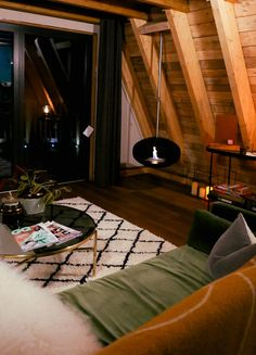 The Hudnalls Hideout: Stunning Treehouse   Outdoor Tub   Private Woods   Just for 2 Romantic Weekends Away, Romantic Weekend Getaways, Outdoor Tub, Outdoor Baths, Weekend Packing List, Weekend Trips, Hotels And Resorts, Best Hotels, Wood Fired Pizza