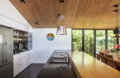 Dorrington Atcheson Architects' Winsomere Crescent Makes Magic From Light And Colors