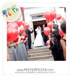 arrivano gli #sposi è il momento di #festeggiare con un #rilascio di #palloncini #rossi come l' #amore