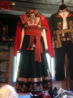 Sons Of Norway, Folk Clothing, Character Costumes, Folk Costume, Film Industry, Costumes For Women, Ethnic, Sari, Traditional