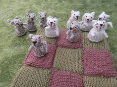 amazing knit CATS by Nzakl on Etsy