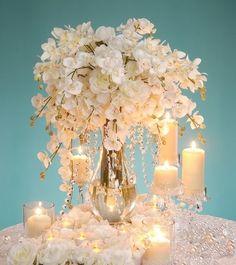 No #casamento dos sonhos, cada detalhe é importante. Que tal impressionar com um arranjo de mesa poderoso? #Mêsdasnoivas #noivas