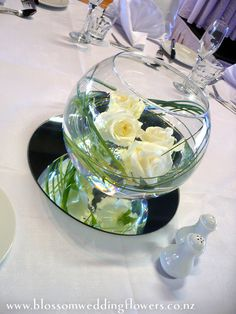 Centrepiece idea using fishbowl, flowers, flexi grass and mirror plate. Follow us for more planning inspiration or contact us at www.tidesevents.co.uk for help planning your party.