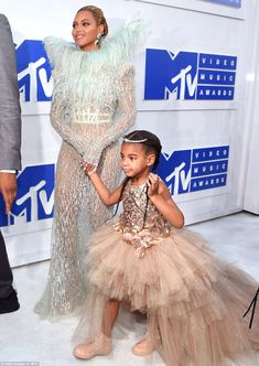Beyonce brings Blue Ivy as her date to the 2016 MTV VMAs