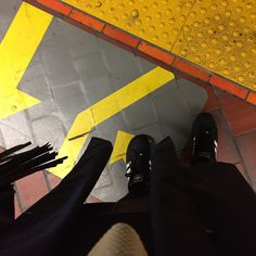 Metro Outfit   #alwaysgrateful #blogger #fblogger #bblogger #mtlblogger #canadianblogger #youtuber #youtubeblogger #modemtl #ootdmtl #fashionlover #fashionoutfits #fashionmarketer  #bloggingthestreets #bloggersfromallaroundtheworld #lovebeinginlove #paquellorarpaque #streetstyle #montreal #vlogger #ootd