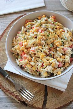 Cześć! Dziś mam dla Was przepis na absolutnie przepyszną sałatkę z makaronem ryżowym i kurczakiem . Na podstawie blogowych statystyk wiem,... Anti Pasta Salads, Pasta Salad Recipes, Cooking Recipes, Healthy Recipes, Dessert For Dinner, Food Design, Orzo, Food Inspiration, Italian Recipes