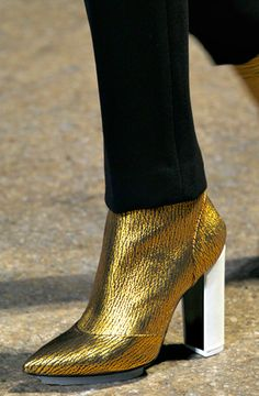 Gold boots made for walkin' Phillip Lim, NYFW, Fall Gold Boots, Only Fashion, Cheap Shoes, Wholesale Fashion, Phillip Lim, Beautiful Shoes, Designer Shoes, Me Too Shoes, Sexy