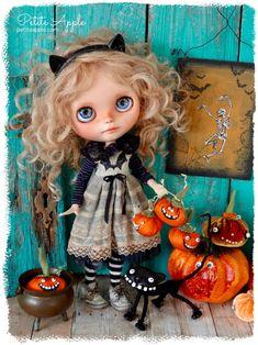 Halloween bat dress for Blythe doll by Petite Apple