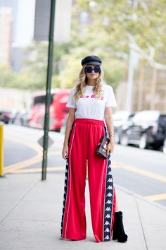 New York Fashion Week Street Style Spring 2018 Day 3 Street Style 2018, New York Fashion Week Street Style, Spring Street Style, Cool Street Fashion, Office Fashion Women, Womens Fashion, Pajama Outfits, Fashion Outfits, Fashion Trends