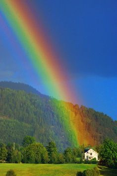 end of the rainbow. always looking for a rainbow after a rain. often walking up on a hill so not to miss this event Rainbow Magic, Rainbow Sky, Love Rainbow, Over The Rainbow, Beautiful Sky, Beautiful Places, Beautiful Pictures, Rainbow Promise, Image Nature