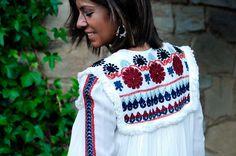 Ya sé que muchas estabaisdetrás de esta preciosidad de chaqueta. Ya en la colección de primavera-verano muchas se quedaron sin ella pero ahora Zara la vuelve a lanzar con estos tonos tan otoñales. La verdad que es ideal!!!!!!!!!                             C