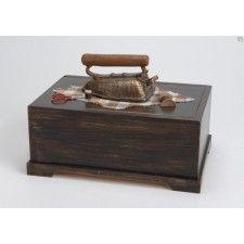 Caja costurero de madera.