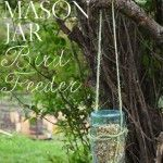 Need something cute and a little bit country to feed your winged friends? This bird feeder is so easy to make!