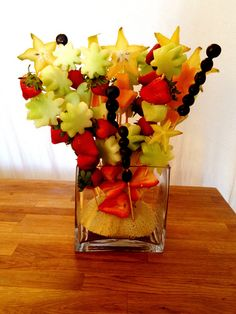 DIY Fruit Bouquet- with watermellon green grapes and honeydew? Edible Fruit Arrangements, Edible Bouquets, Fruit And Veg, Fruits And Veggies, Food Bouquet, Veggie Art, Fruit Creations, The Giving Tree, Holiday Snacks