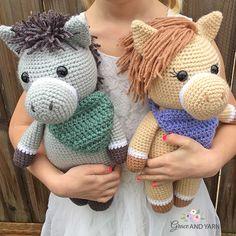 Amigurumi Hedgehogs - A Free Crochet Tutorial - Grace and Yarn Crochet Eyes, Crochet Yarn, Free Crochet, Ravelry Crochet, Crochet Slippers, Easy Crochet, Amigurumi Doll, Amigurumi Patterns, Crochet Patterns