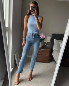Mom Outfits, Summer Outfits, Drinks Outfits, Minimal Outfit, Street Style Summer, Parisian Style, Work Wear, Mom Jeans, Cool Style