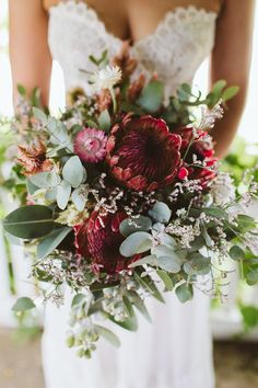 If you are about to get married, are you still looking for wedding bouquet design ideas? Here are 40 kinds wedding bouquets that can bring you unlimited inspiration. Simple Wedding Bouquets, Protea Wedding, Blush Wedding Flowers, Winter Wedding Flowers, Rustic Wedding Flowers, Bride Bouquets, Bridal Flowers, Flower Bouquet Wedding, Floral Bouquets