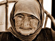 Μια ολόκληρη ζωή... ζωγραφισμένη σε ένα πρόσωπο! Πορτραίτο της 96χρονης κυρίας Έλενας Μπρόκου από το χωριό Ζένια Λασιθίου. A whole life painted on a face. Mrs Helena from Zenia village of Lassithi at the age of 96+... Voutirakis Photography