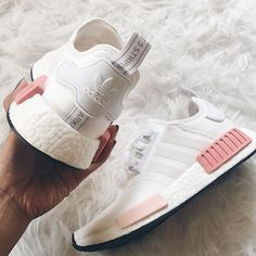 adidas Originals NMD in weiß-rosa/white-pink // Foto: genevievechanel (Instagra. adidas Originals NMD in weiß-rosa/white-pink // Foto: genevievechanel Tenis Nmd, Adidas Originals, Sneaker Women, Adidas Sneakers, Shoes Sneakers, Adidas Nmd Outfit, Sneakers Sale, Adidas Nmds, Shoes Sandals