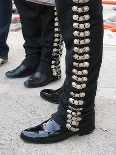 Bilderesultat for mariachi belt silver pantalones