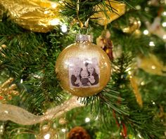 How to make these beautiful DIY photo Christmas ornaments for only cents each! They make a wonderful Christmas gift and preserve lasting memories! Diy Photo Ornaments, Photo Christmas Ornaments, Christmas Photos, Christmas Globes, Christmas Balls, Christmas Crafts, Christmas Projects, Christmas Ideas, Christmas Decorations