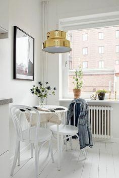 skandinavisches Design Einrichtungsbeispiele Eszimmer Pendelleuchte Gold