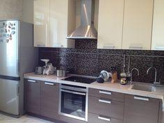 дизайн кухни Kitchen Cabinets, Home Decor, Kitchens, Style, Decoration Home, Room Decor, Kitchen Base Cabinets, Dressers, Kitchen Cupboards