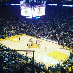 Let's go fellas ! #warriors #oraclearena #curry #forthree !!!!!!!!