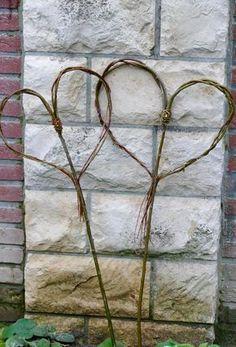 Heart pin made of willow – Karin Urban – NaturalSTyle – Garden Projects Garden Deco, Gnome Garden, Garden Art, Terrace Garden, Garden Planters, Succulents Garden, Herb Garden, Vegetable Garden, Diy Garden Projects