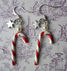 Boucles d'oreilles sucre d'orge Fimo Clay, Polymer Clay Charms, Polymer Clay Earrings, Clay Beads, Diy Christmas Earrings, Christmas Jewelry, Diy Crafts Jewelry, Clay Crafts, Christmas Crafts For Gifts