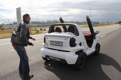 筆者が同乗したスイス人ドミニクさんのクロスブレード。テーマはジェットファイターで、後方には「ジェット噴射注意」の文字が