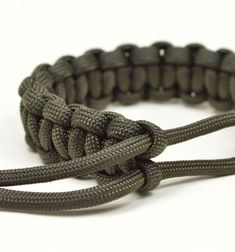 This style paracord bracelet was worn by Tom Hardy's character in the 2015 Mad Max movie! With this nice step-by-step paracord bracelet video tutorial you can make one very easily with any kindof slippery type rope (it doesn't need to pe special paracord ...