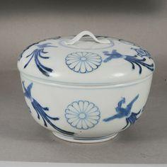 平戸菊文染付蓋付鉢