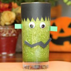 Frankenstein cup craft and green smoothie recipe for a fun Halloween snack for kids. Make these at a Halloween party for a healthy alternative to sweet drinks! Halloween Theme Preschool, Healthy Halloween Treats, Halloween Activities For Kids, Fun Crafts For Kids, Halloween Themes, Halloween Crafts, Halloween Party, Spooky Treats, Smoothie Recipes For Kids