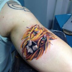 Bicep+lion+tattoo+by+Adrian+Bascur