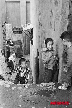 1950-60년대 어린이들의 모습을 담은 사진가 한영수(Han Youngsoo)의 '꿈결 같은 시절 Once Upon a Time(출판 : 한스그라픽, 발행: 한영수문화재단)'이 출간됐다.