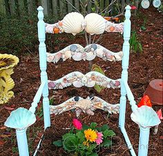 Here's a round up of some really awesome and creative garden planter ideas with a coastal and nautical theme. Surfboard included! Who wo...