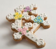 First Communion Floral Cross Cookie Favor http://www.alittlefavor.com/products/116/fpfloralcross/first-communion-floral-cross-cookie-favor.html
