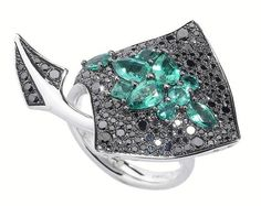 Stephen Webster White Gold Jewels Verne Stingray Ring with Emeralds and Black Diamonds. High Jewelry, Jewelry Stores, Jewelry Box, Jewelry Rings, Stephen Webster, Schmuck Design, Animal Jewelry, Diamond Are A Girls Best Friend, Jewelry Collection