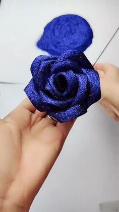 Paper Flowers Craft, Flower Crafts, Diy Flowers, Fabric Flowers, Balloon Flowers, Diy Ribbon, Ribbon Crafts, Ribbon Flower Tutorial, Rose Tutorial