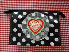 Bolsa de aseo con corazón y tul