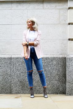 laura byrnes, lauras little locket, fashion blogger, velvet boots, blonde wavy bob,