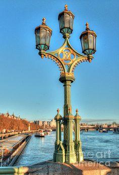 Victoria And Albert Streetlamp ©Deborah Smolinske