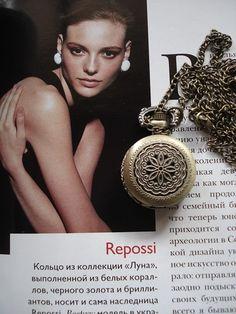 Necklace Pendant tiny Marijuana leaves bronze by Azuraccessories, $5.93