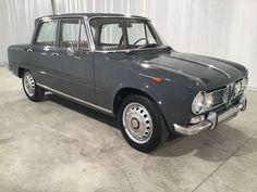 """Alfa Romeo - Giulia Super """"Gold Stamp"""" uit 1966 GEGEVENS · Documents and platen: Italiaans · Jaar: 1966 · Kilometerstand: 61000 Km · Eigenaren: 2 · Brandstof: Benzine · Motor: 1600 cc · Kleur: Pastel Grafiet Grijs · Conditie en Onderhoud: uitstekend · Conditie van de lak en carrosserie: perfect · Conditie van de bodemplaat: perfect · Handgeschakelde versnellingsbak BESCHRIJVING Alfa Romeo - Giulia Super """"Gold Stamp"""" uit 1966, in uitstekende staat met slechts 61.000 originele kilometers…"""