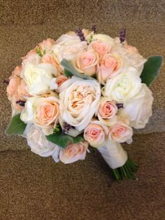 Peach and cream bouquet of roses. www.bloomtasticweddings.com