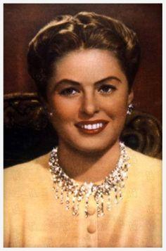 Les enchaînés avec Ingrid Bergman http://www.vogue.fr/joaillerie/red-carpet/diaporama/diamants-a-l-ecran-films-bijoux-les-hommes-preferent-les-blondes-titanic/16912/image/895701#!les-enchaines-ingrid-bergman-harry-winston-film-bijoux