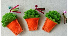 Manjericos - símbolo de Portugal e dos Santos Populares  Aqui é o S. João - Porto! Diy And Crafts, Crafts For Kids, Arts And Crafts, Sewing Projects, Projects To Try, Textiles, Felt Flowers, Doll Patterns, Easter Crafts