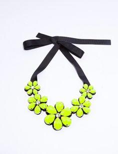 Bright daisy necklace